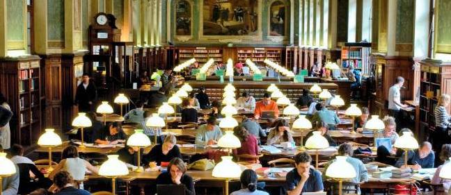 Sinh viên trong thư viện Đức