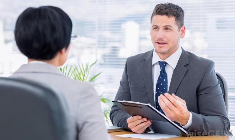ứng viên trong buổi phỏng vấn xin visa du học Mỹ