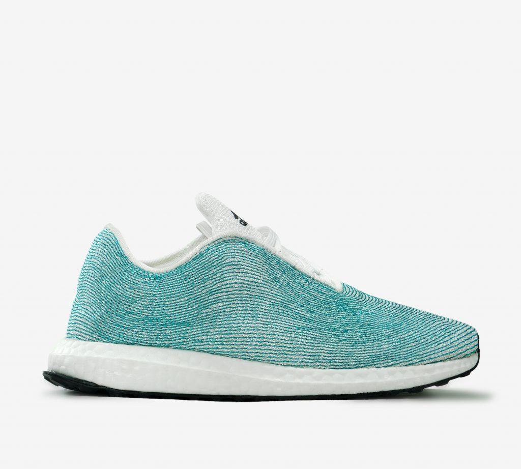 Những đôi giày làm từ nguyên liệu tái chế