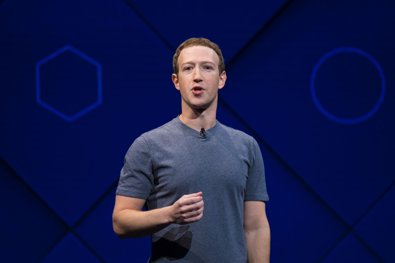 Mark Zuckerberg đã quá quen thuộc với chiếc áo thun xám
