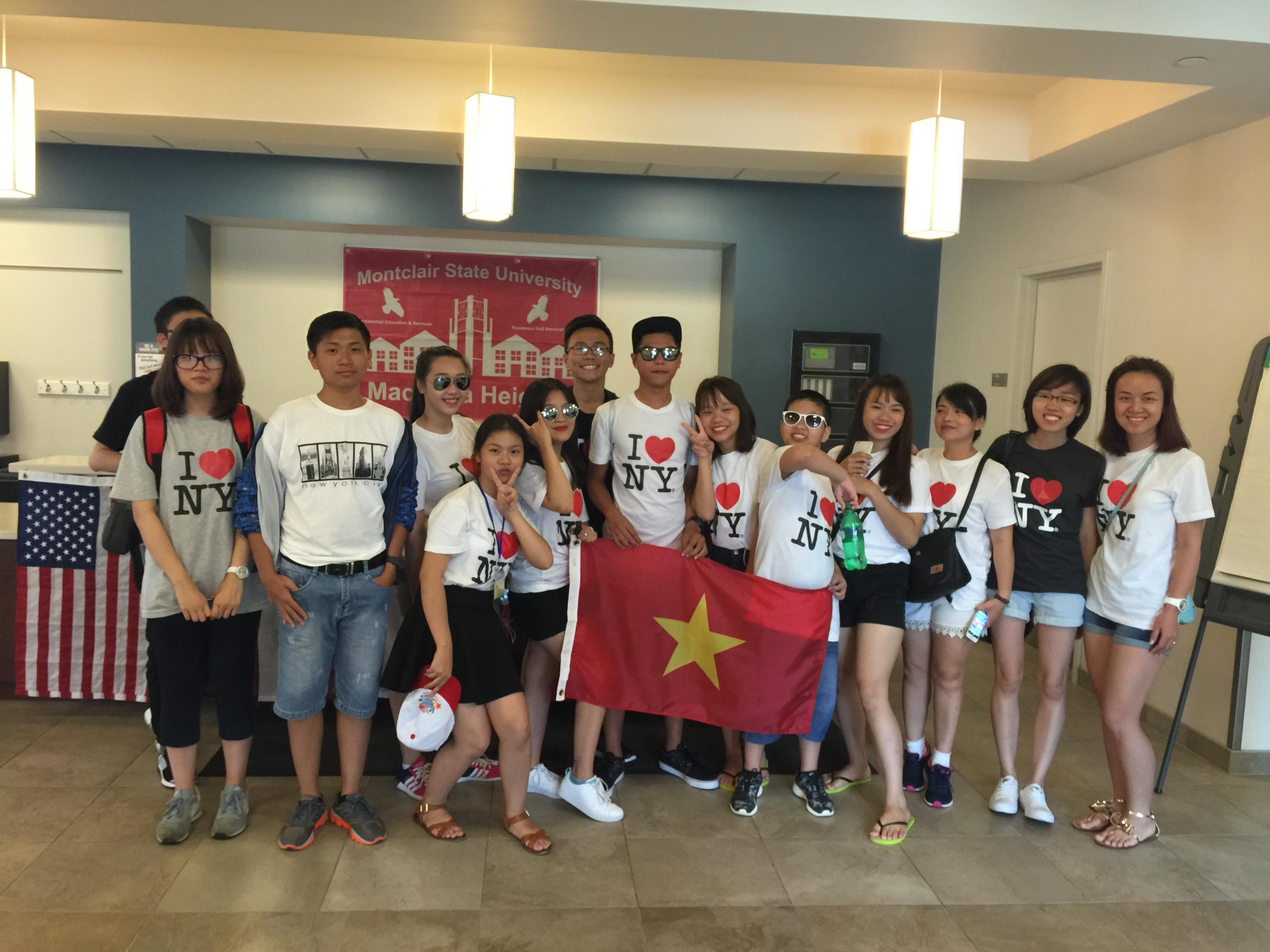 Học sinh Việt Nam du học hè ở Mỹ.
