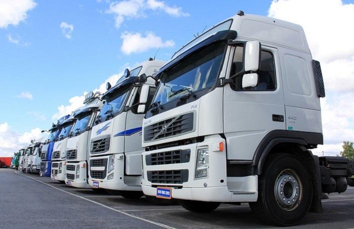 chuyển hàng hóa bằng xe tải