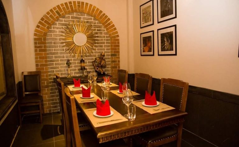 khu vực ăn uống của nhà hàng